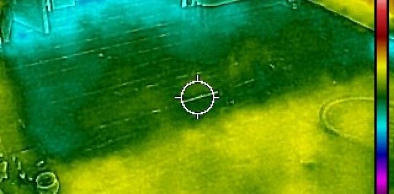 Thermal image of half-completed floor insulation installation. It shows a clear divide between the insulated and non-insulated sections of the room.
